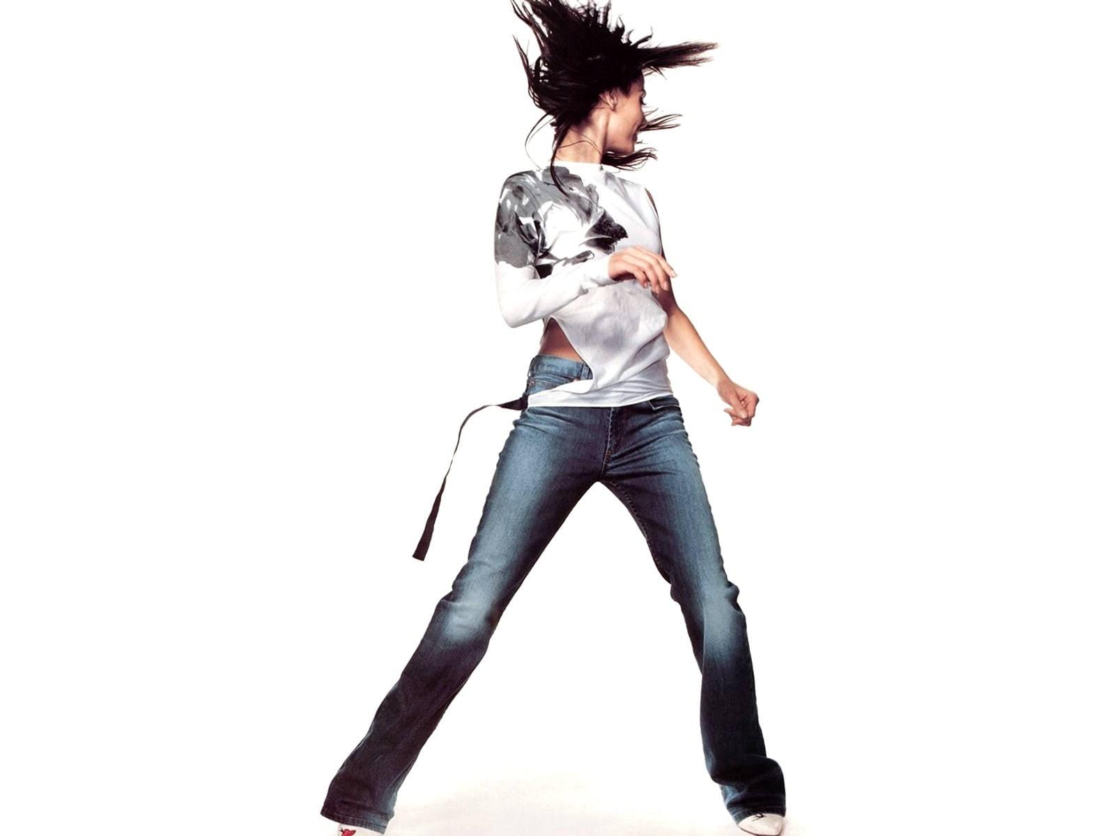 Wallpaper di Natalie Imbruglia, grintosa iin jeans