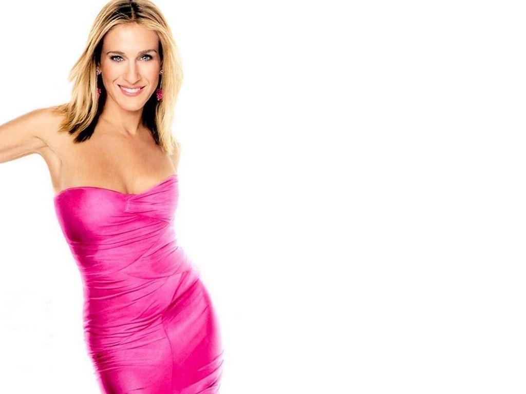 Wallpaper di Sarah Jessica Parker fasciata in un abito rosa