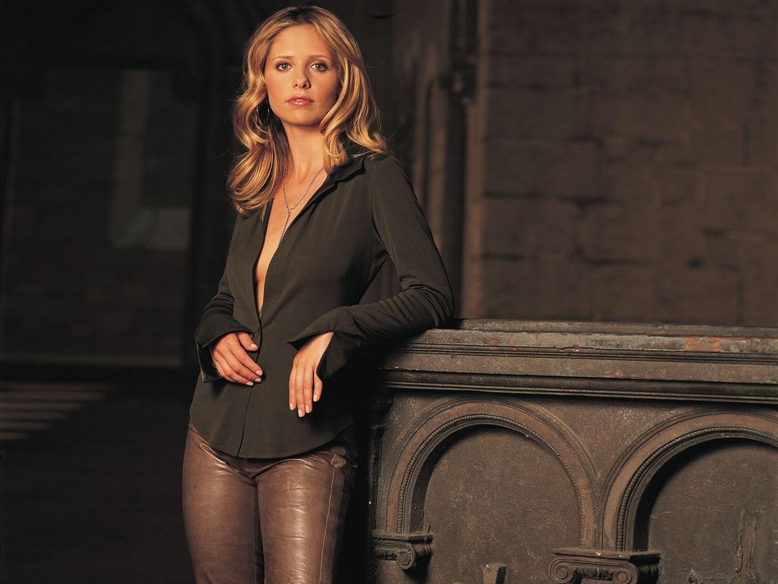 Wallpaper di Sarah Michelle Gellar - l'attrice di Buffy è nata il 14 aprile '77