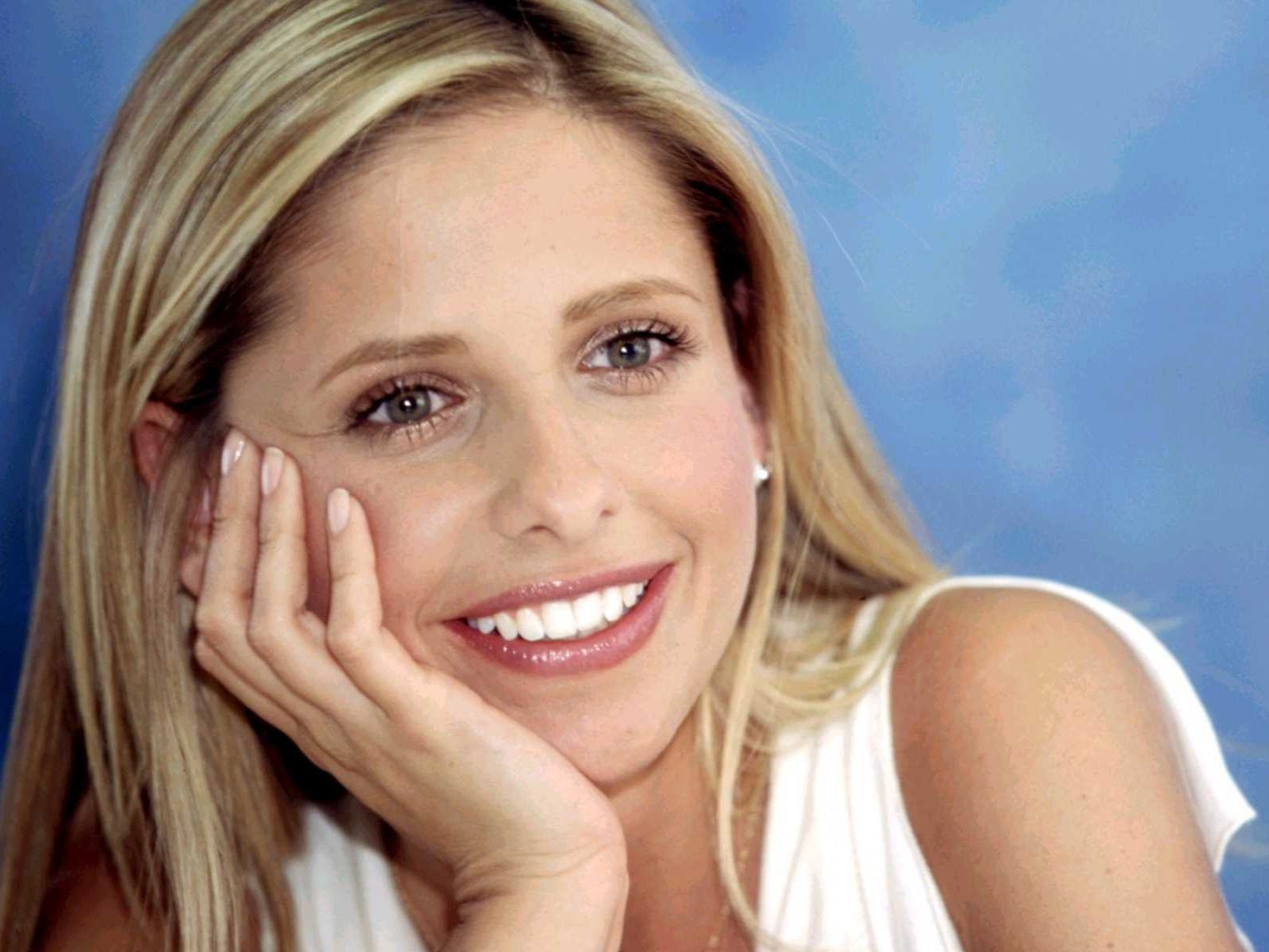 Wallpaper - la fascinosa Sarah Michelle Gellar, attrice di numerosi horror made in USA