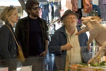 Albert e Julie Delpy con Adam Goldberg in una scena del film 2 Days in Paris