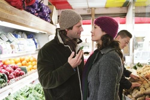 Catherine Zeta-Jones e Aaron Eckhart in una scena del film Sapori e Dissapori (2007)
