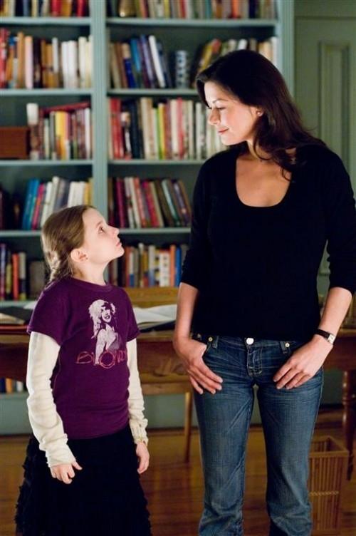 Catherine Zeta-Jones e Abigail Breslin in una scena di Sapori e Dissapori.