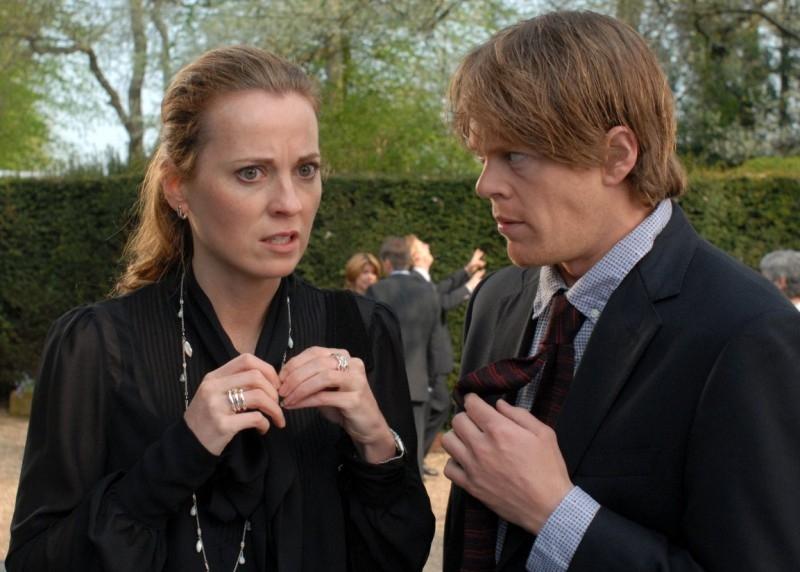Due attori di Funeral Party in una scena del film