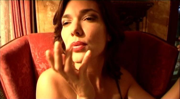 Laura Harring in una scena di INLAND EMPIRE