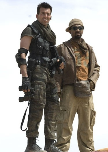 Oded Fehr e Mike Epps in una scena di RESIDENT EVIL: EXTINCTION