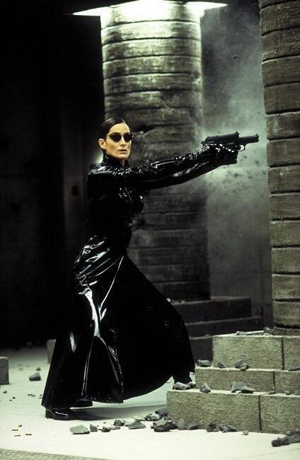 Carrie-Anne Moss è la protagonista di MATRIX REVOLUTIONS