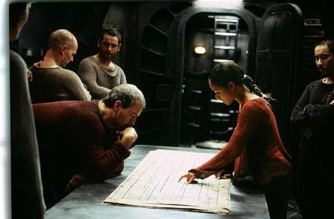 David Roberts, Jada Pinkett Smith e Anthony Wong in una scena di MATRIX REVOLUTIONS