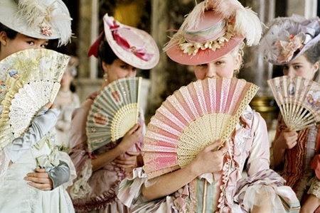 Kirsten Dunst in una scena di Marie Antoinette