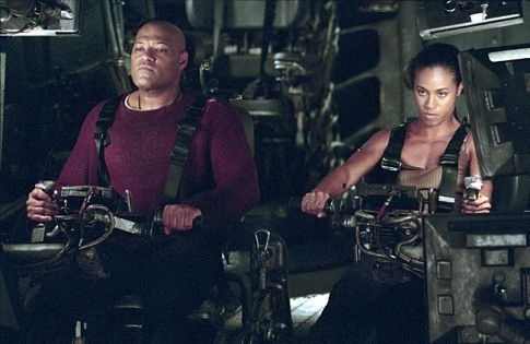Laurence Fishburne e Jada Pinkett Smith in una scena di MATRIX REVOLUTIONS