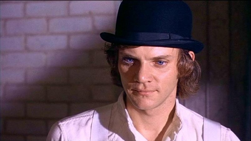 Malcolm McDowell in una scena di ARANCIA MECCANICA