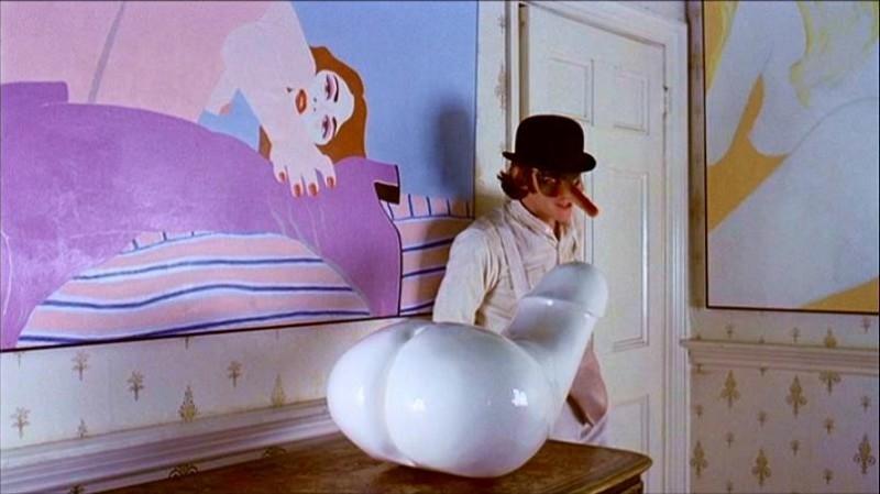 Malcolm McDowell in una celebre sequenza di ARANCIA MECCANICA