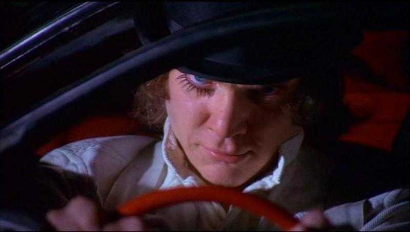 Malcolm McDowell in una scena del film ARANCIA MECCANICA