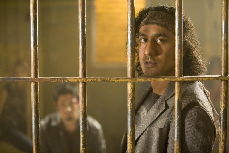 L'attore di 'Lost', Naveen Andrews, in una scena del film Planet Terror, episodio del double feature  Grind House