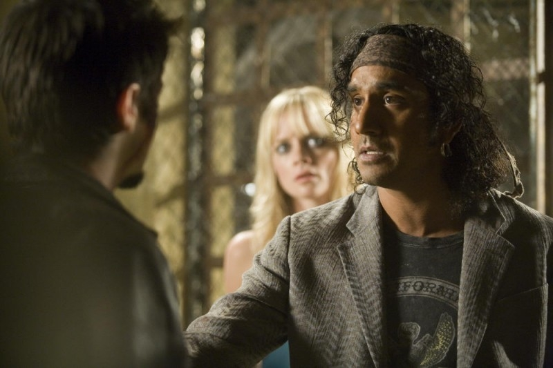 Naveen Andrews in una scena del film Planet Terror, episodio del double feature  Grind House