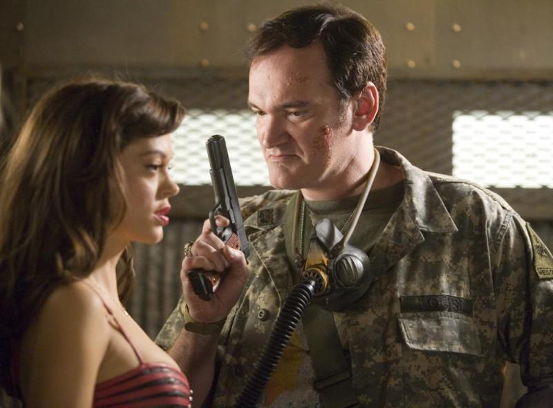Rose McGowan e Quentin Tarantino in una scena del film Grind House