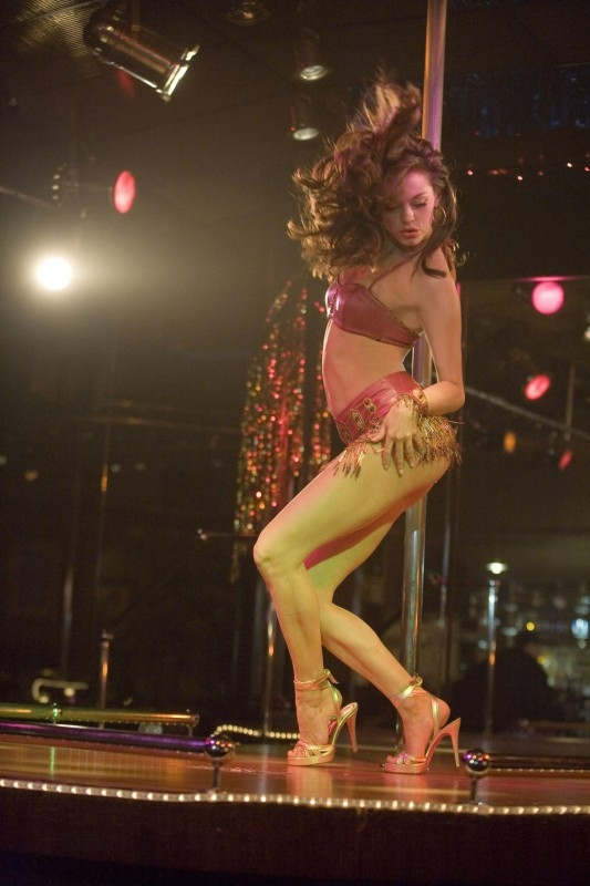 Rose McGowan è una stripper in una scena del film Planet Terror, episodio del double feature  Grind House