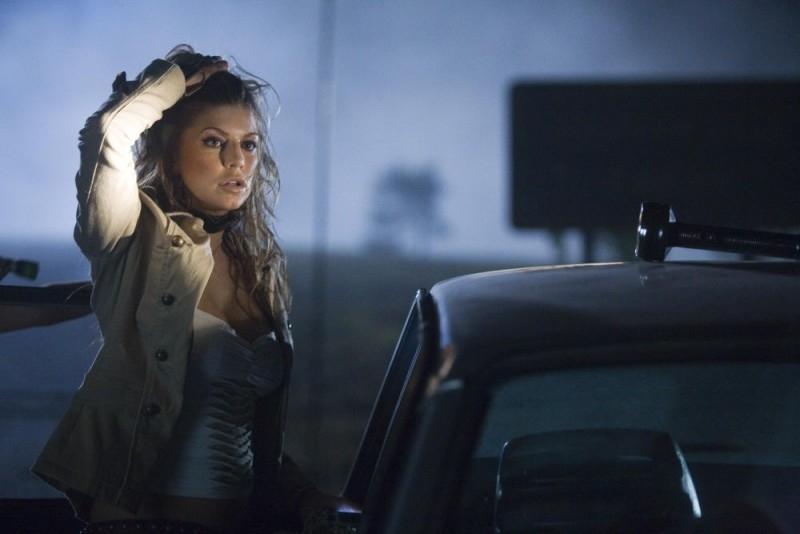 Stacy Ferguson (Fergie) in una scena del film del film Planet Terror, episodio del double feature  Grind House