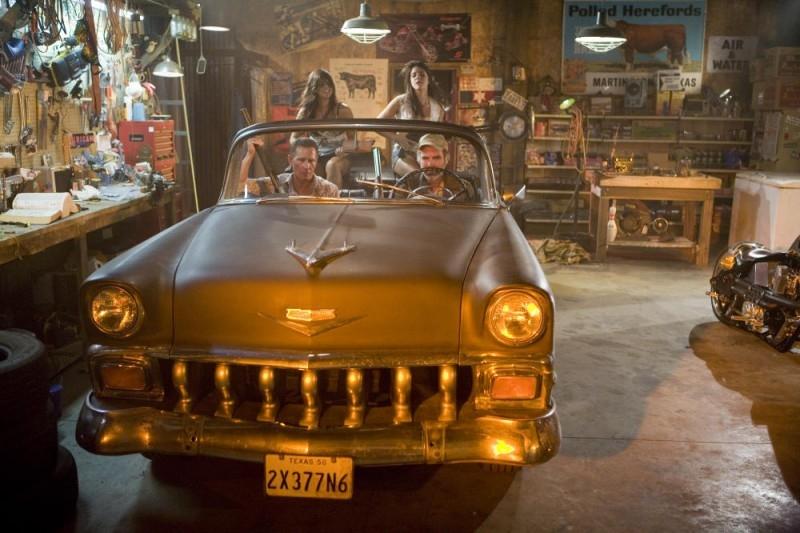 Una scena del film del film Planet Terror, episodio del double feature  Grind House diretto da Rodriguez
