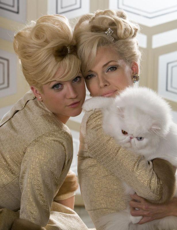Brittany Snow e Michelle Pfeiffer in una scena di Hairspray