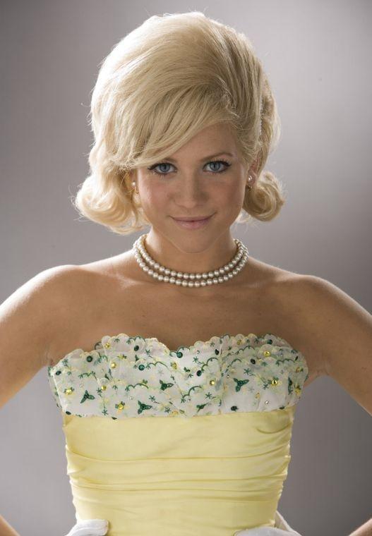 Brittany Snow in un'immagine promozionale di Hairspray