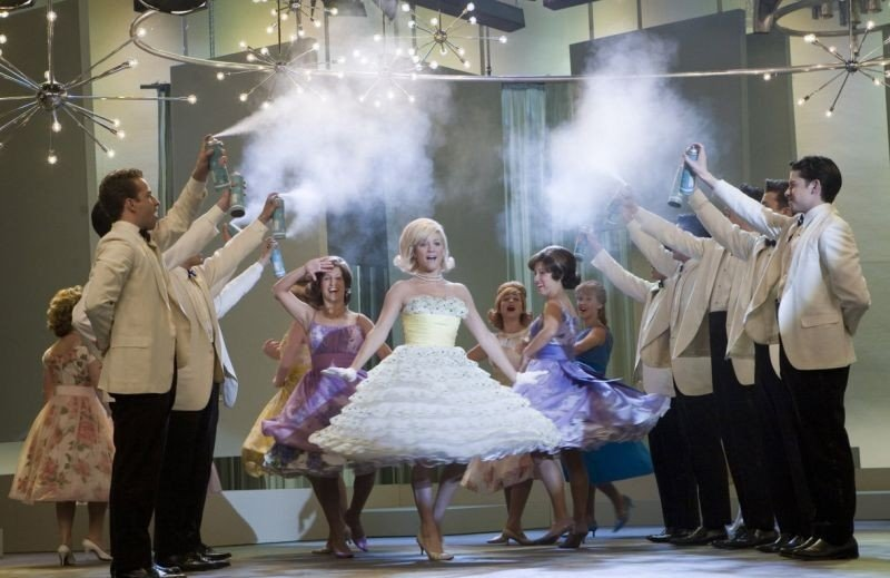 Brittany snow in una scena di Hairspray