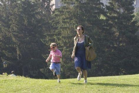 Nicholas Art e Scarlett Johansson in una scena di Il diario di una tata, del 2007