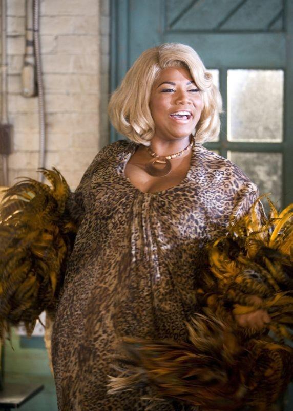 Queen Latifah in una scena del musical Hairspray