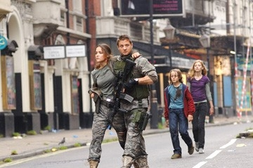 Rose Byrne e Jeremy Renner  in una scena del film 28 Weeks Later