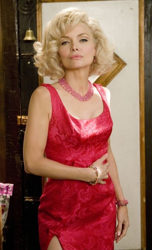Una splendida Michelle Pfeiffer in una scena del musical Hairspray