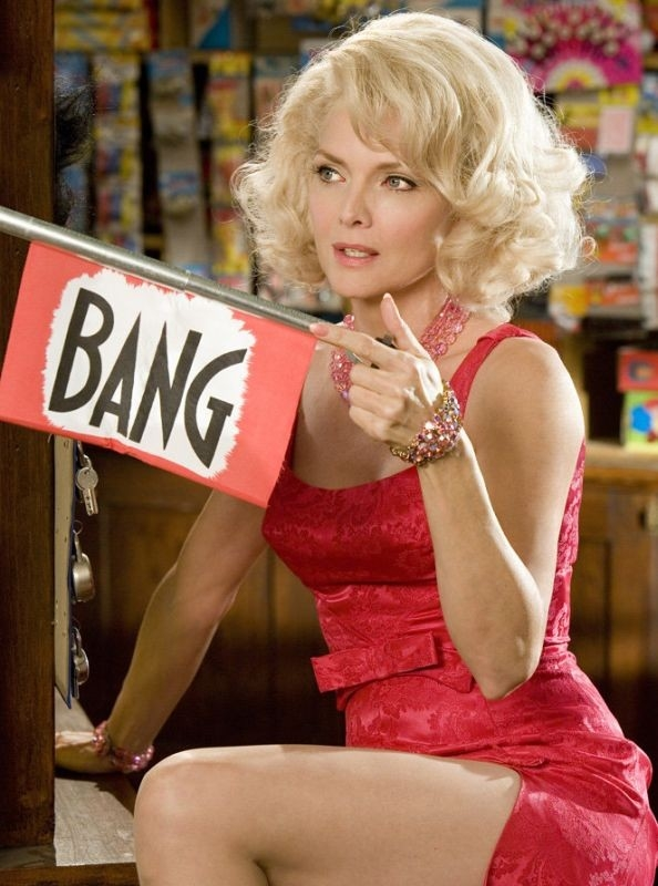 BANG! una splendida Michelle Pfeiffer in una scena di Hairspray
