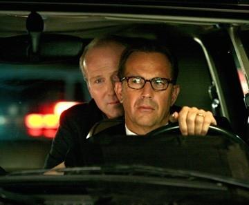 William Hurt e Kevin Costner in una scena del film Mr. Brooks