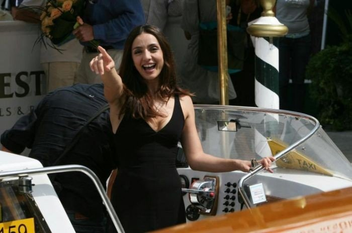 La madrina di Venezia 64. Ambra Angiolini approda al Lido