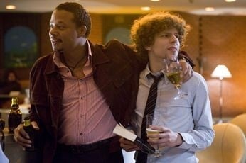 Terrence Howard e Jesse Eisenberg in una scena di The Hunting Party