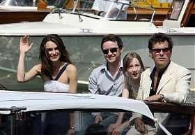 Keira Knightley, Jams McAvoy, Saoirse Ronan e Joe Wright arrivano al Lido per presentare Espiazione