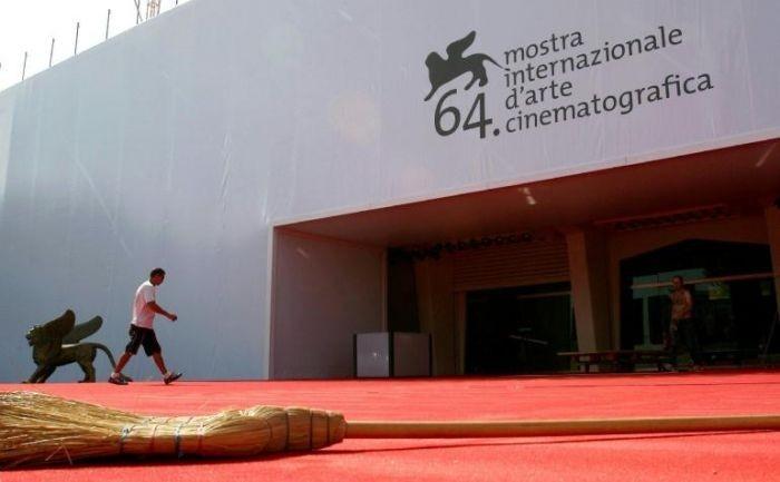 Preparativi al Palazzo del Cinema per Venezia 64.