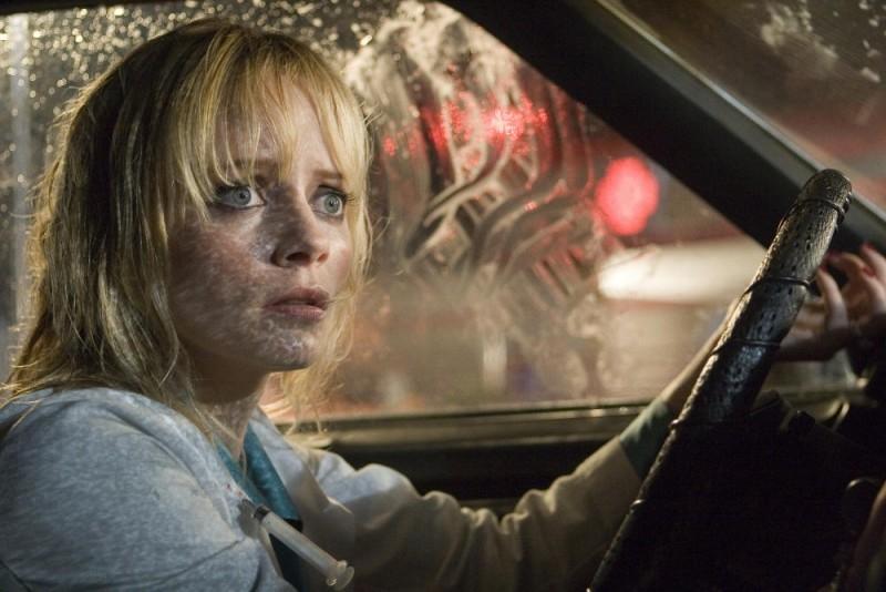 Marley Shelton in una scena del film Planet Terror, episodio del double feature  Grind House