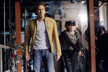 Nicolas Cage e Julianne Moore in una scena del thriller sci-fi  Next