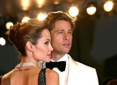 Angelina Jolie con Brad Pitt sul red carpet di Venezia 64.
