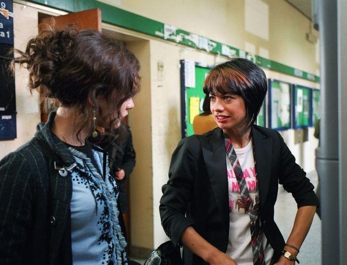 Dolcenera e Cristiana Capotondi in una scena del film Scrivilo sui muri