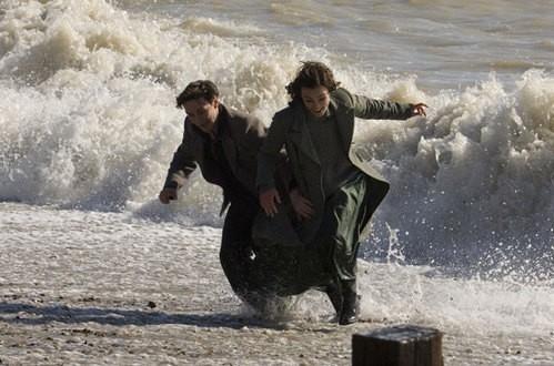 Keira Knightley e James McAvoy in una scena del film Espiazione