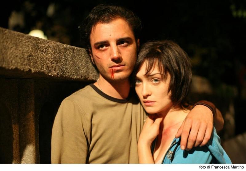 Carolina Crescentini e Nicolas Vaporidis in una scena del film Cemento armato