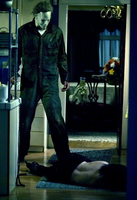 Michael Meyers (Tyler Mane) in una scena del film Halloween