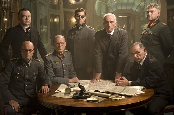Kevin McNally, Christian Berkel, Bill Nighy, Tom Cruise, Terence Stamp, David Schofield e Kenneth Brannagh in Valkyrie