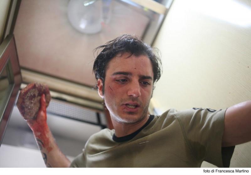 Nicolas Vaporidis in una sequenza del film Cemento armato