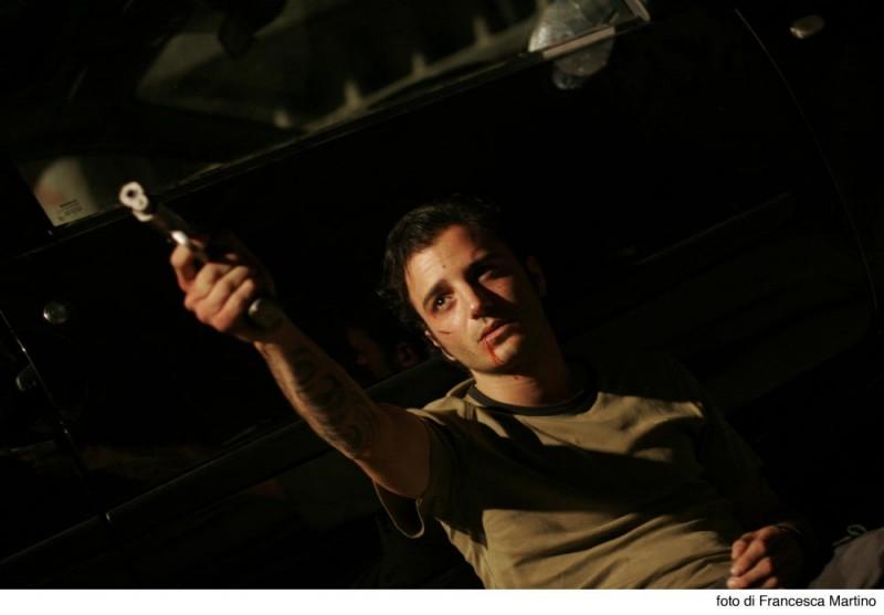 Nicolas Vaporidis in una scena del film Cemento armato, diretto da Marco Martani