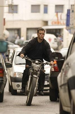 Matt Damon in una scena d'azione del film The Bourne Ultimatum