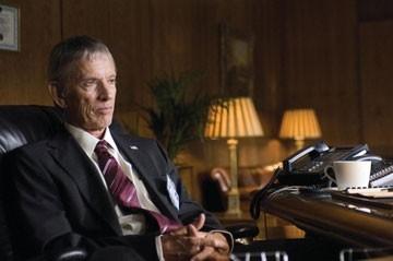 Scott Glenn in una scena del film The Bourne Ultimatum