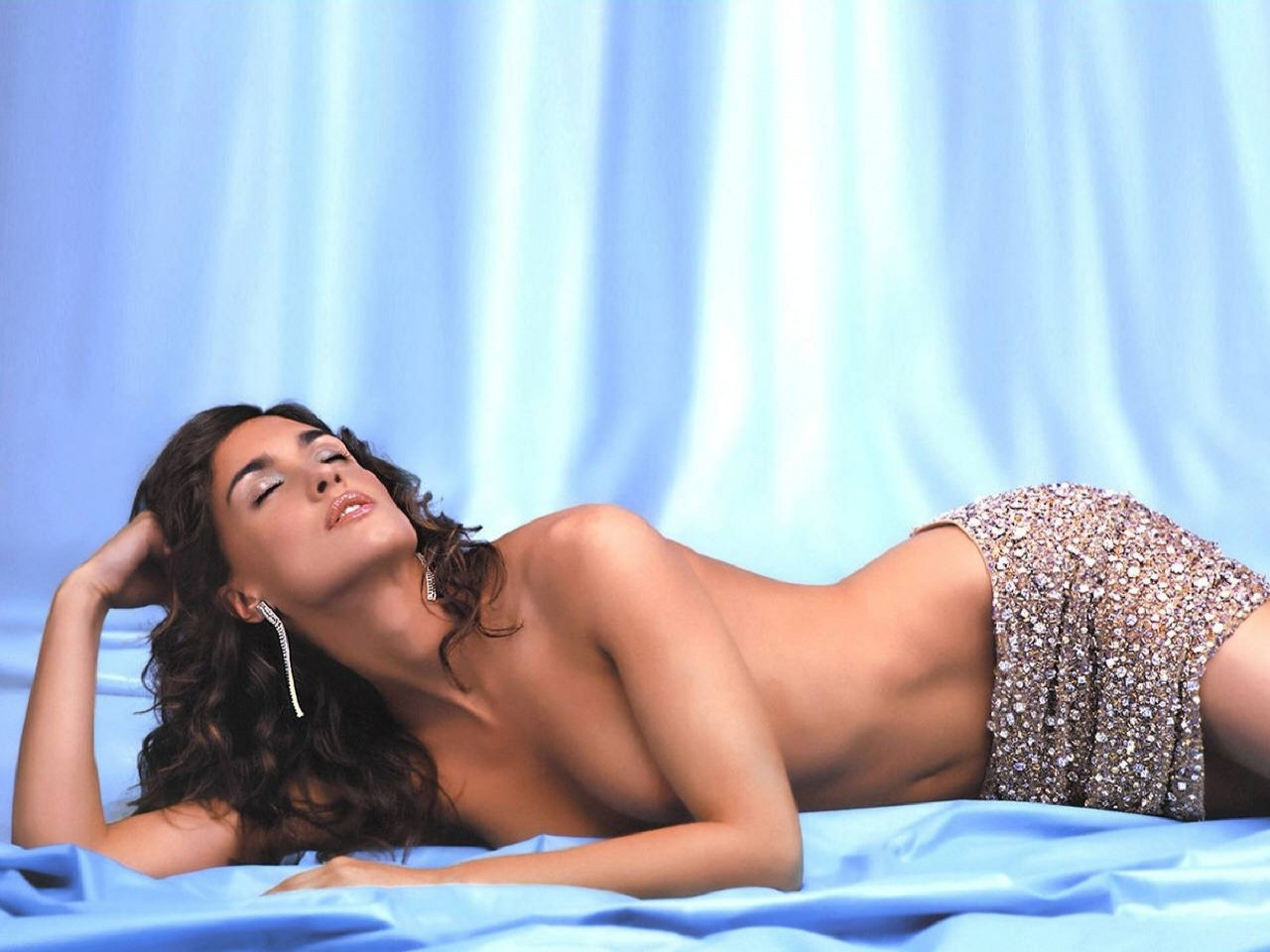 Un sensuale wallpaper di Paz Vega