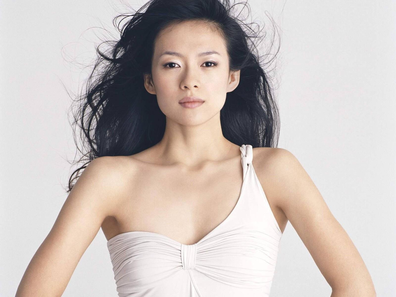 Wallpaper di Zhang Ziyi in abito bianco